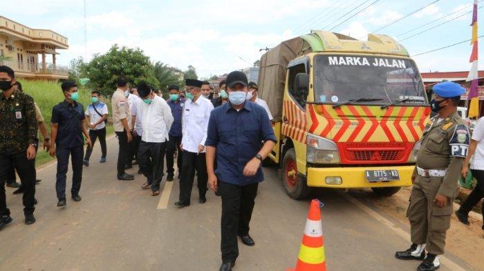 Herman Deru Tinjau Pengerjaan Perbaikan Jalan Simpang Belimbing - Pendopo PALI