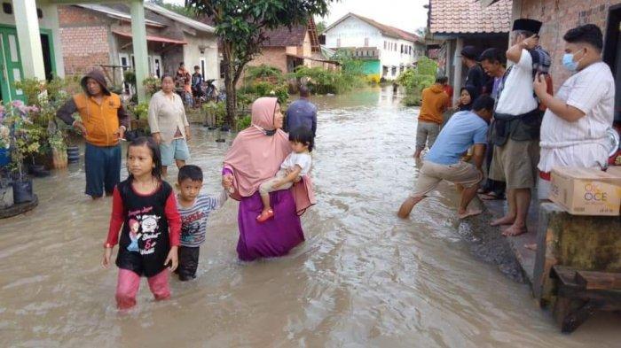 Lebih 200 Rumah Warga di Prabumulih Terendam Banjir, Sekda : Kami Saja Pakai Perahu tak Bisa Lewat