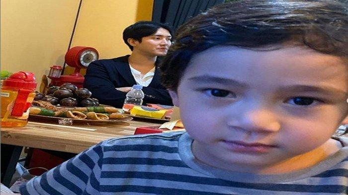 Rumahnya Didatangi Choi Siwon, Ekspresi Lucu Anak Raffi Ahmad Disorot, Rafathar Trending di Twitter!