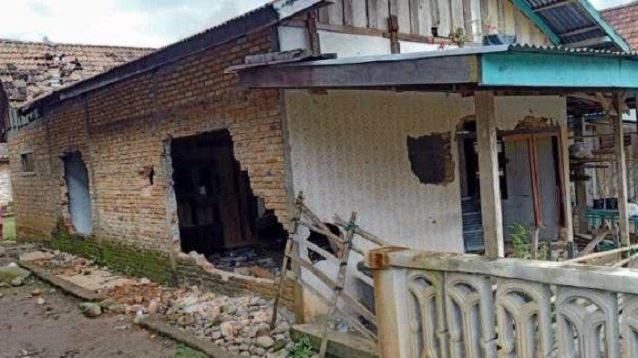 Polisi Buru Terduga Pelaku Asusila yang Rumahnya Dirusak Warga di Sukaraja Muratara