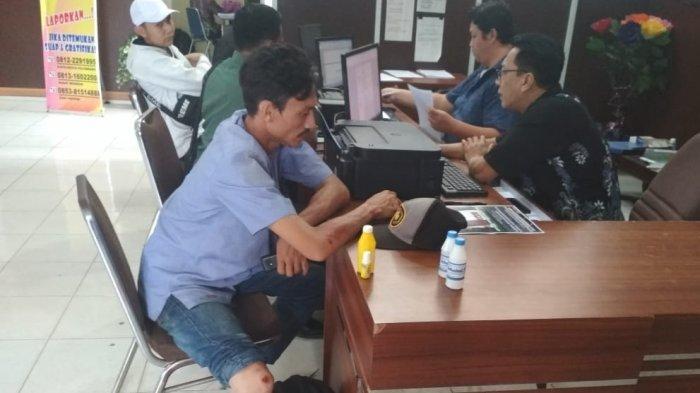 Lewat Depan Rumah Tetangga, Penjual Parfum Keliling di Palembang Ini Nyaris Dibacok Pakai Celurit