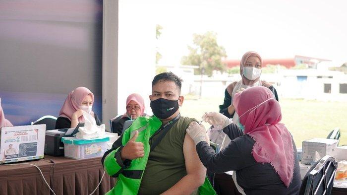 Ekosistem Gojek Makin Aman, Ribuan Mitra Gojek Ikuti Vaksinasi Poltekpar Palembang