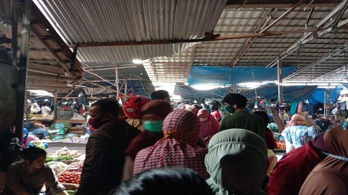 WARGA Menumpuk di Pasar, Dirut PD Pasar Palembang Jaya Klaim Selama PSBB Pasar Tetap Buka