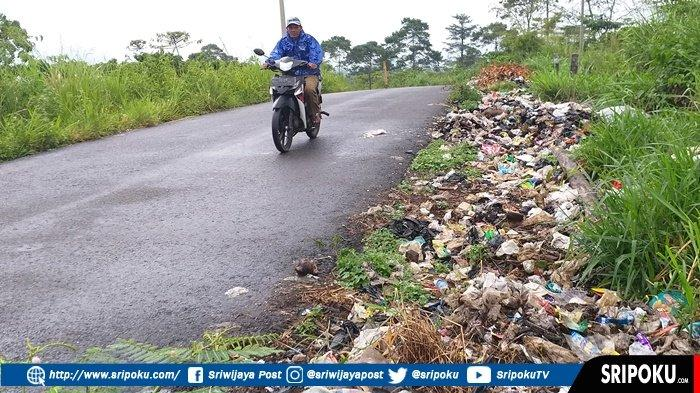 JOROK dan Kotor, Penampakan Tumpukan Sampah di Jalan Alternatif Pagaralam-Lahat Simpang Mbacang