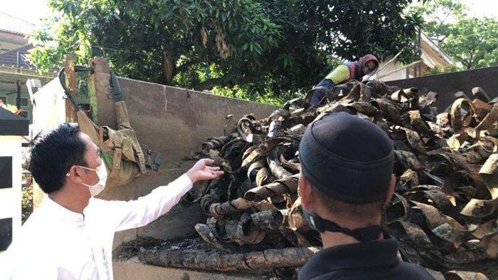 Trotoar Akan Dibongkar, Respon Ratu Dewa Soal 2 Truk Sampah Plastik Kabel di Drainase Jalan A Rivai