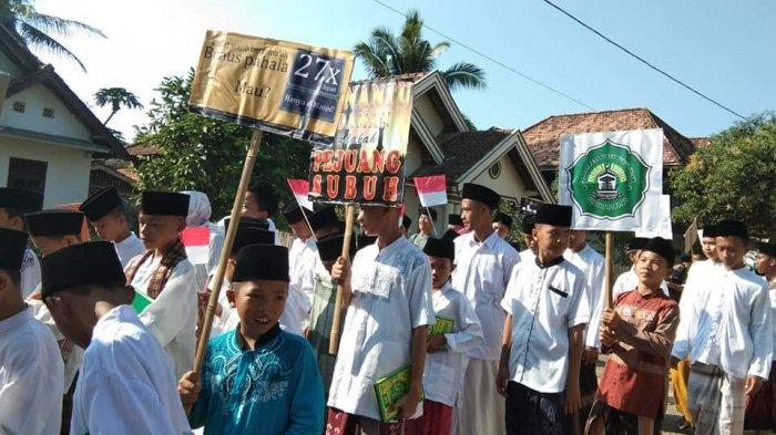Sambut Tahun Baru Islam 1441 H, Ponpes Nurul Islam Seribandung Gemakan Shalawat Keliling Kampung