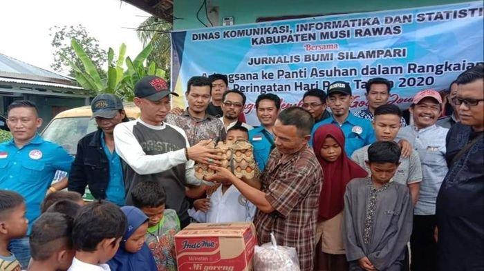 Peringati Hari Pers Nasional, Jurnalis Bumi Silampari dan Kominfo Musirawas Santuni Panti Asuhan