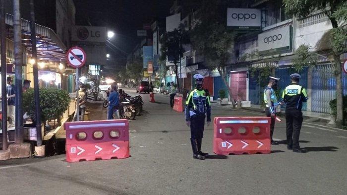 Tekan Covid-19, Satlantas dan TNI Kerjasama Satpol PP Muara Enim Lakukan Pembatasan Mobilitas Malam