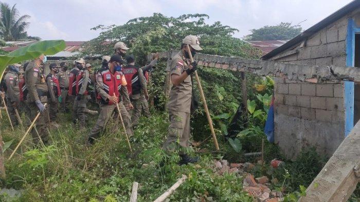 'Pak Tolong Jangan Rusak Warung Kami', Pol PP Sumsel Ratakan Bangunan Liar di Jakabaring