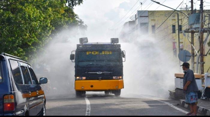 Cegah Virus Corona di Muaraenim, Kendaraan Armored Water Cannon Semprot Disinfektan Jalanan Kota