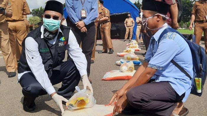 Pemkab Musirawas Salurkan Bantuan Sembako Kepada 2007 Guru Ngaji yang Terdampak Covid-19