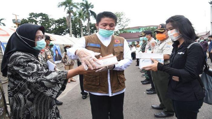 Pemprov Sumsel Mulai Distribusikan 2.000 Set APD ke Kabupaten Kota