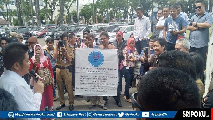 Aliansi untuk Indonesia Cerdas Gelar Aksi di Halaman Kantor Gubernur Sumsel, Ini 5 Poin Tuntutannya!