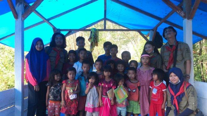Masuk Hutan Rimba, Mahasiswa Unsri Ajak Anak-anak di Kelompok Suku Orang Rimba Kenal Literasi