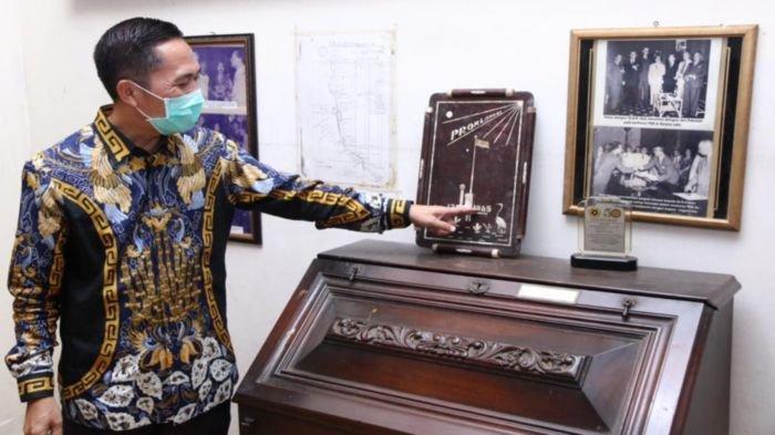 Lihat Museum AK Gani Kotor, Ratu Dewa Perintahkan Petugas Kebersihan Potong Rumput & Bersihkan Debu