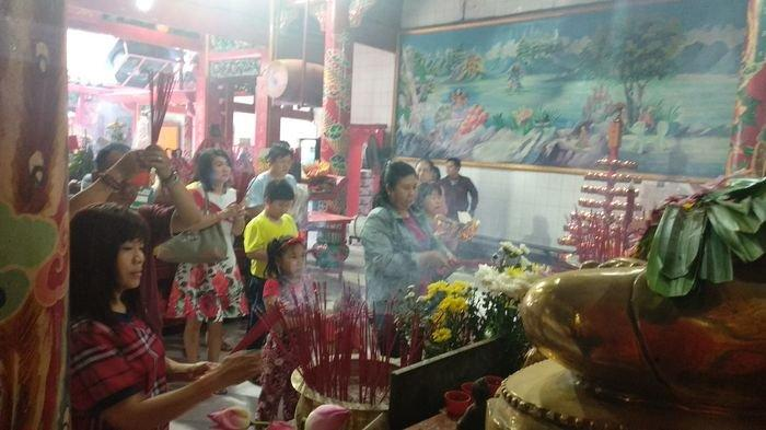 Perayaan Imlek 2570 di Kelenteng Dewi Kwan Im Palembang. Ini Tahapan Ritual Sembahyangnya