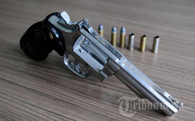 FL Seorang PNS di Muba Miliki Pistol Revolver, Pasrah Dijemput Tim Srigala Pimpinan AKP Ali Rojikin