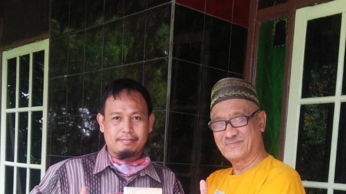 Serahkan Buku Budaya Nusantara dan Daerah