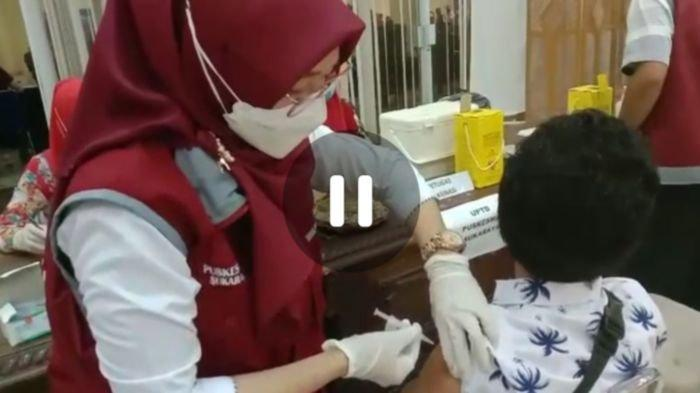 Warga Kabupaten OKU Sumsel Berduyun-duyun Datangi 3 Lokasi Vaksin Covid-19, Petugas Sampai Kewalahan