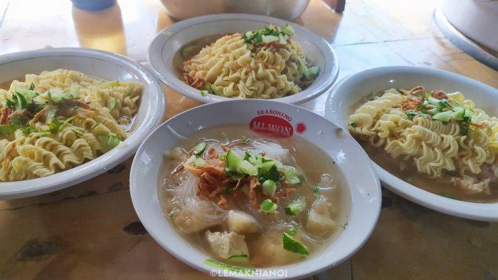 Model ikan ditambah mie menjadi salah satu menu yang paling banyak dicari para pelanggan setia Model Sambu.
