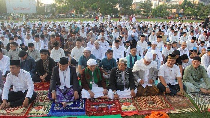 Ribuan Muslim Sholat Idul Fitri di  Taman Kota Baturaja