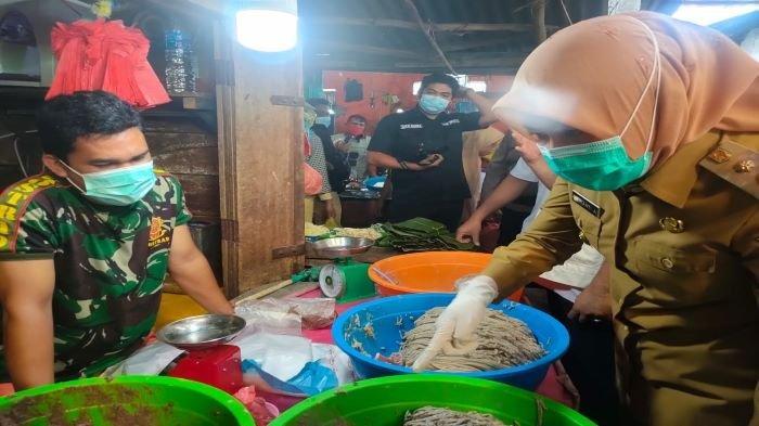 Sidak Pasar Tangga Buntung, Wawako Dapati Ikan Giling Mengandung Formalin, BPOM Uji 31 Sampel