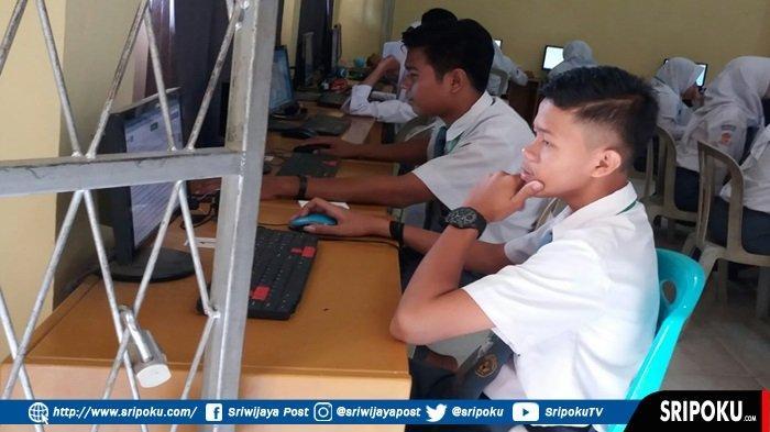 (BERITA FOTO) Siswa SMA N 20 Palembang Mengikuti UNBK 2019 di SMKN 5 Palembang