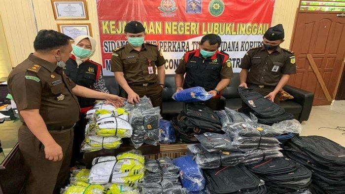 Dugaan Korupsi Pekan Nasional 2020 di Musi Rawas, Kejari Lubuklinggau Sita Ratusan Kaos Hingga Tas