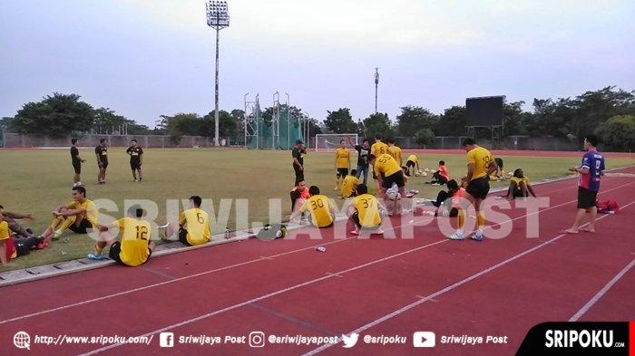 Personel Sriwijaya FC Dihantui Penyakit Ini Gara-gara Kondisi Cuaca Buruk di Palembang