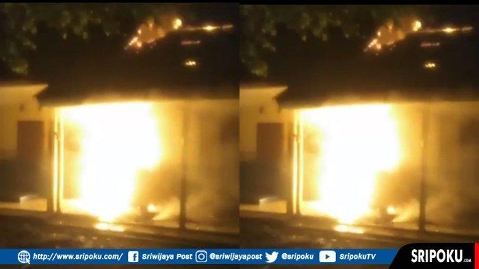 BREAKING NEWS : SMP Negeri 26 Palembang Terbakar, Empat Ruang Kelas Ludes