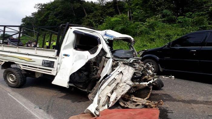 Grand Max Melaju Kencang Lalu Oleng, Hantam Truk di Jalan Lintas Palembang-Prabumulih, Sopir Tewas