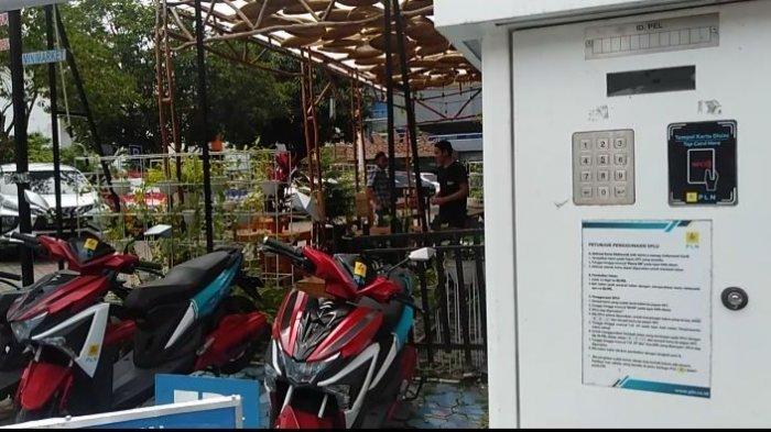 Cara Mudah Cas HP dan Motor Listrik di SPLU Pusat Keramaian Palembang, Mudah dan Praktis