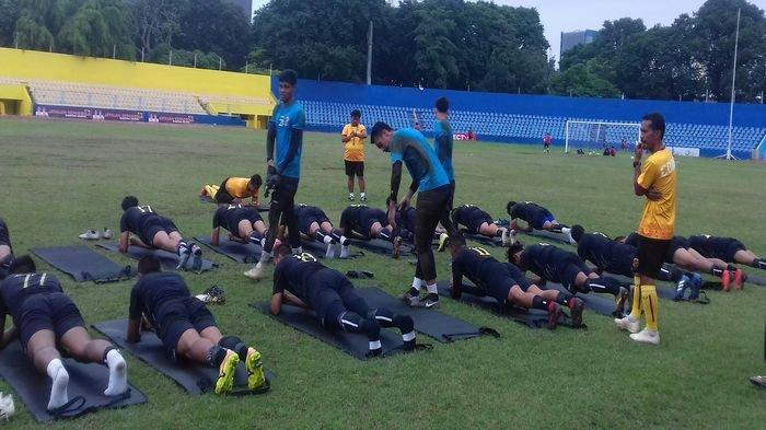 Jelang Liga 2 Indonesia Pelatih Sriwijaya FC Fokus Genjot Fisik Pemain Dengan Latihan Ini