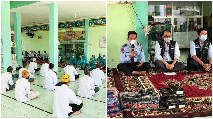 Suasana di Masjid At-Taubah komplek LPKA Pakjo, ketika PT PLN (Persero) melalui Unit Induk Wilayah Sumatera Selatan Jambi dan Bengkulu (UIW S2JB) memberikan bantuan Pelatihan dan Pembinaan Kesenian Hadroh bagi Anak Didik Pemasyarakatan (Andikpas) Lembaga Pembinaan Khusus Anak (LPKA) Kelas 1 Palembang, tampakKepala LPKA Kelas 1 Palembang, Tri Wahyudi BcIP SH (kiri) memberikan kata sambutan dengan tentunya ucapan terimakasih kepada PLN.