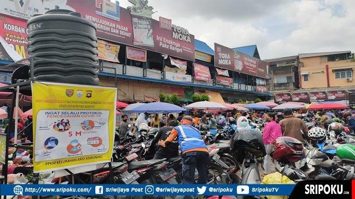 Banyak yang tak Prokes, Pasar Palimo Palembang Diserbu Warga untuk Belanja kebutuhan Lebaran