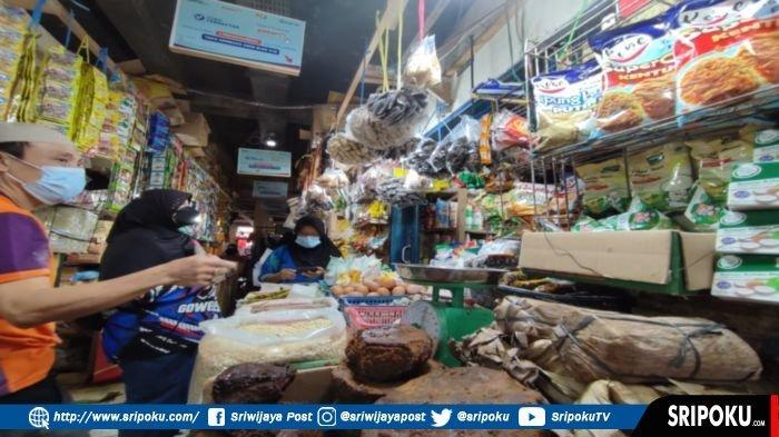 Curhat Pedagang Pakaian di Pasar Soak Bato Palembang, Sejak PPKM Cuma Pakaian Dalam yang Laku