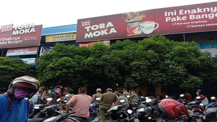 Mengaku Tidak Punya Cukup Uang Buat Sewa Kios, Pedagang KM 5 Palembang yang Digusur Pilih Bertahan