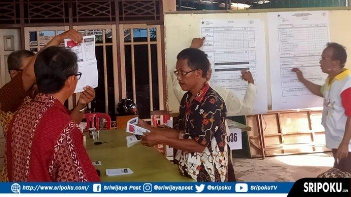 Prabowo - Sandi Menang Saat Penghitungan Pemilihan Lanjutan di TPS 36 Kecamatan IT II Palembang