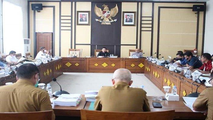 Suasana rapat pembahasan Kebijakan Umum Anggaran (KUA) dan Prioritas Plafon Anggaran Sementara (PPAS) untuk APBD Perubahan Kabupaten Ogan Ilir tahun anggaran 2021 dipimpin Ketua DPRD OI Suharto di gedung DPRD Ogan Ilir, Tanjung Senai, Selasa (14/9/2021).