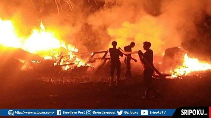 MANG Yuni Kebingungan Lihat ada Cahaya di Pintu Gudang, 25 Personil Dikerahkan Padamkan Kobaran Api