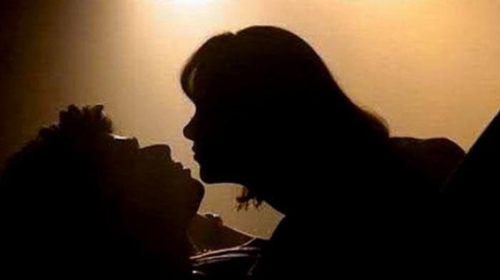 Meski Telah Bercerai, Pasangan PNS Ini Kerap Tidur Bersama; Terciduk Warga Ngamar Malam Hari