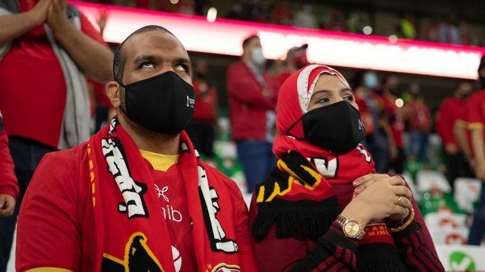 Momen Fans Tunanetra Nonton Piala Dunia Antarklub 2020, Istri Setia Gambarkan Jalannya Pertandingan