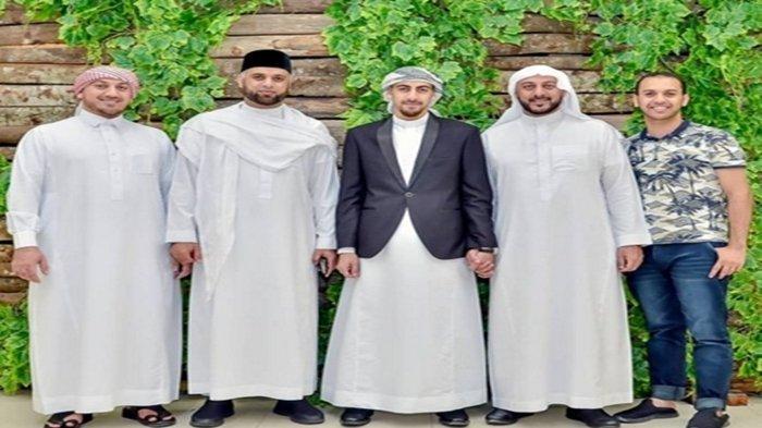 Syekh Ali Jaber dan adik-adiknya