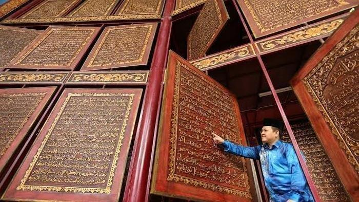 Siapa Syofwatillah Mohzaib yang Dipecat dari Demokrat, Tukang Kaligrafi Alquran Akbar