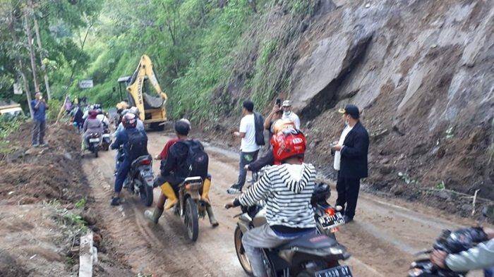 Liku Endikat Sempat Tertutup Longsor, Kini Jalur Utama Pagaralam-Lahat Dapat Dilintasi Kendaraan