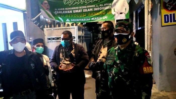 Polisi Beri Waktu Hingga Selasa, Habib Rizieq Harus Tes Covid: Patroli Gabungan TNI, Cek Petamburan
