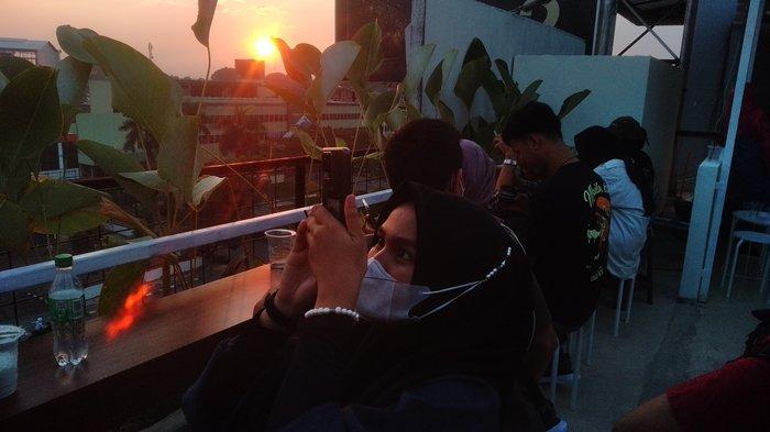 Rekomendasi Tempat Ngopi di Palembang, Modal 20 ribu Bisa Lihat Sunset dari Lantai 5 Tebing Senja 3