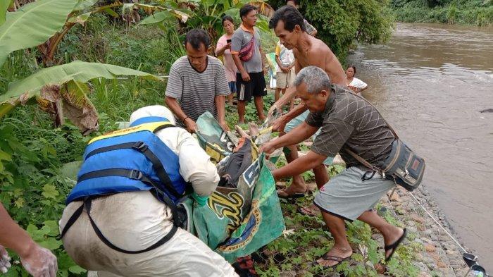 Jasad Fakri Ditemukan Tim SAR Gabungan dengan Kondisi Mengapung di Sungai Kelingi Jalan Batu Nisan