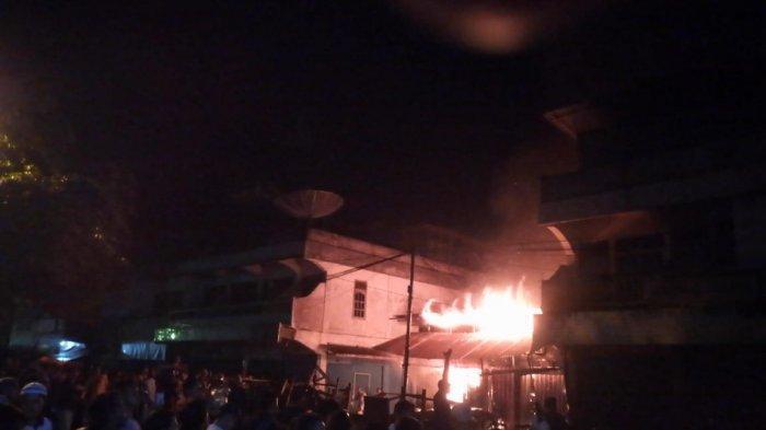 Enam Kios di Pasar Dempo Permai Pagaralam Habis Terbakar, Petugas Berjibaku Dua Jam Padamkan Api