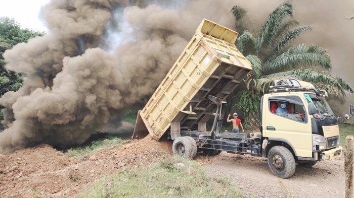 Terowongan Eks Tambang Rakyat di Muarenim Terbakar, Asap Hitam Penuhi Lahan PT Bumi Sawindo Permai